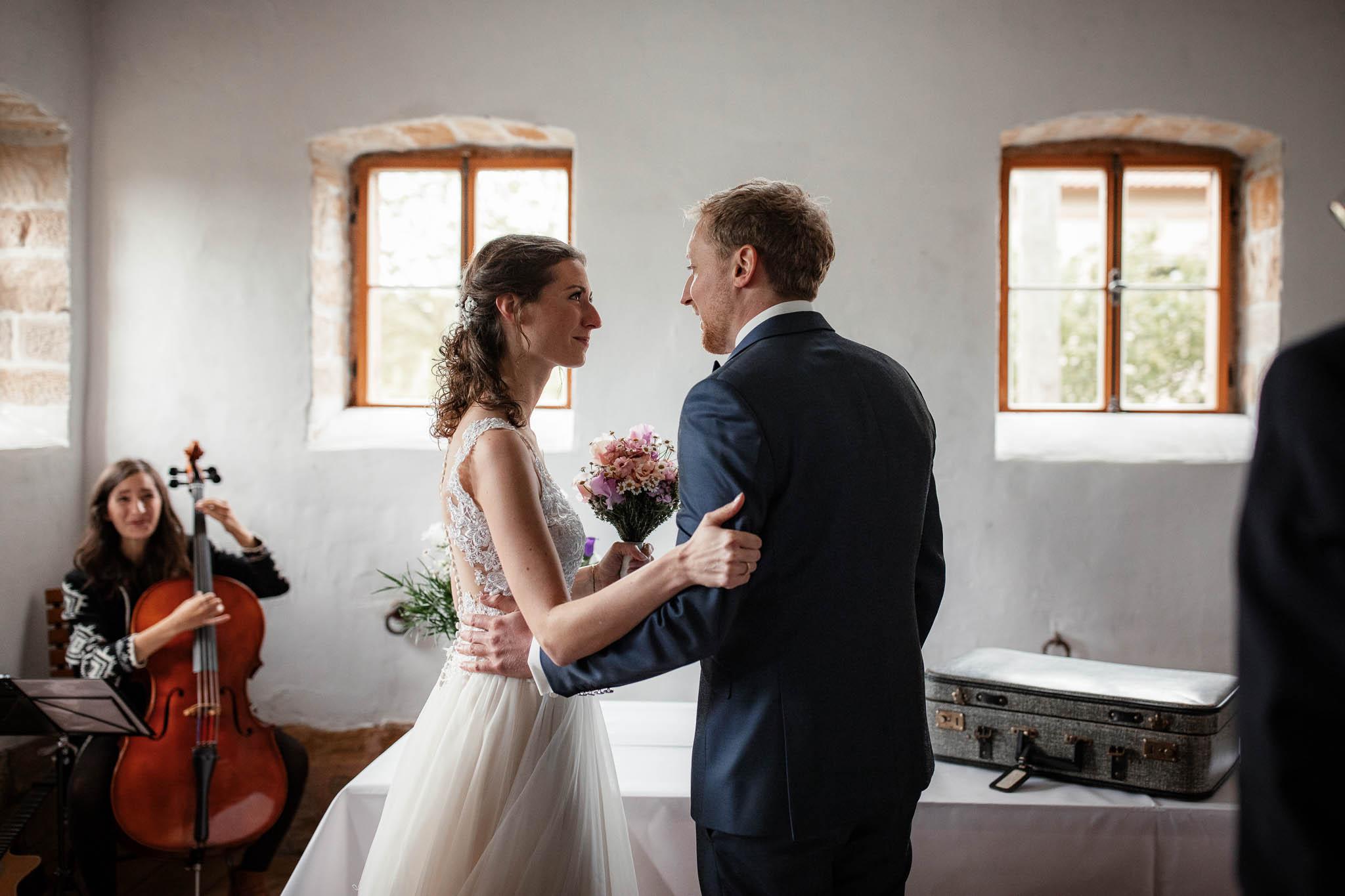 Als Hochzeitsfotograf im Hofgut Ruppertsberg: Hochzeit von Lisa und Max mit freier Trauung 20