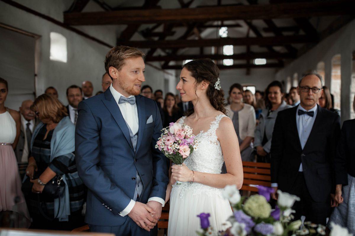 Als Hochzeitsfotograf im Hofgut Ruppertsberg: Freie Trauung von Lisa und Max 21
