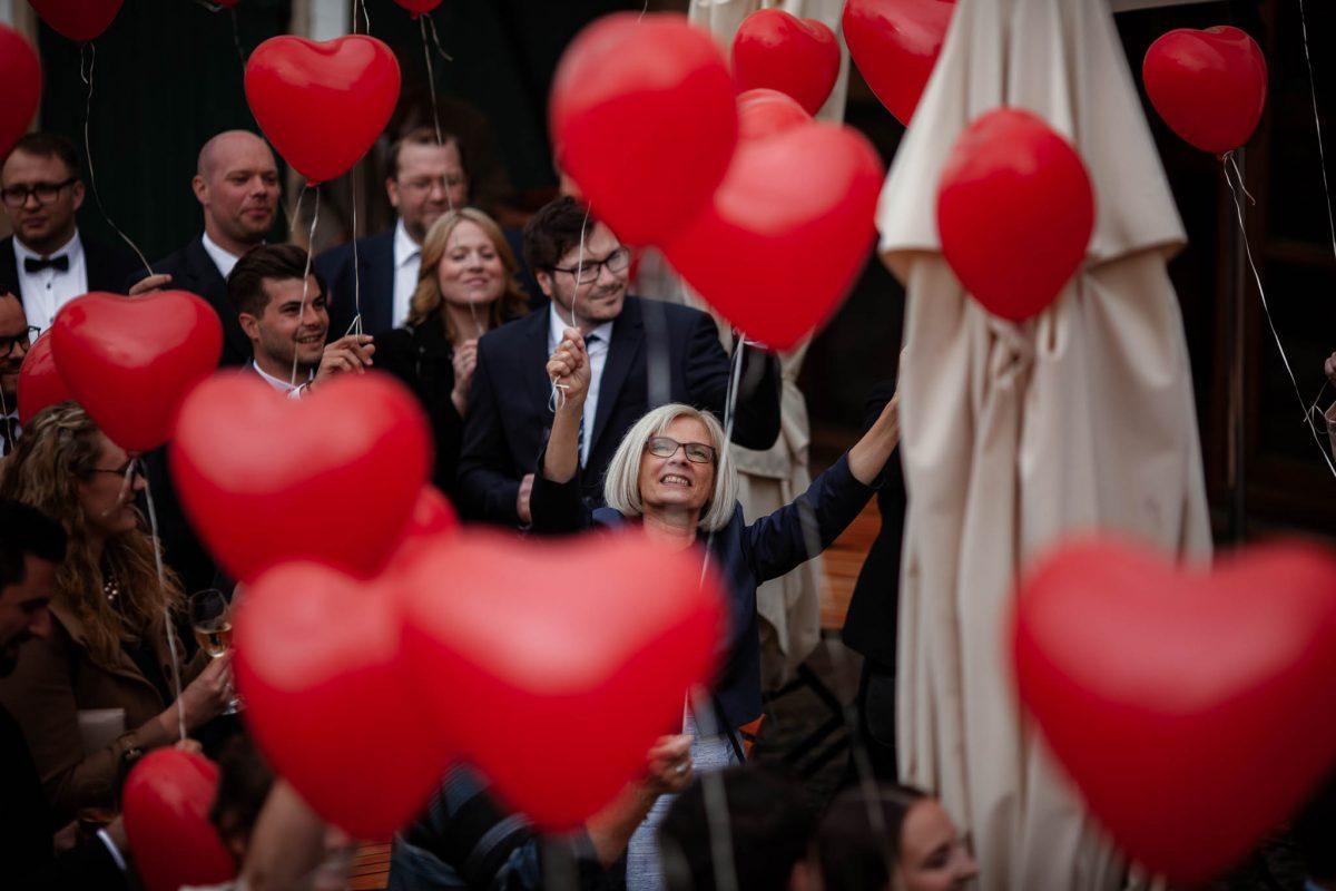 Als Hochzeitsfotograf im Hofgut Ruppertsberg: Freie Trauung von Lisa und Max 56