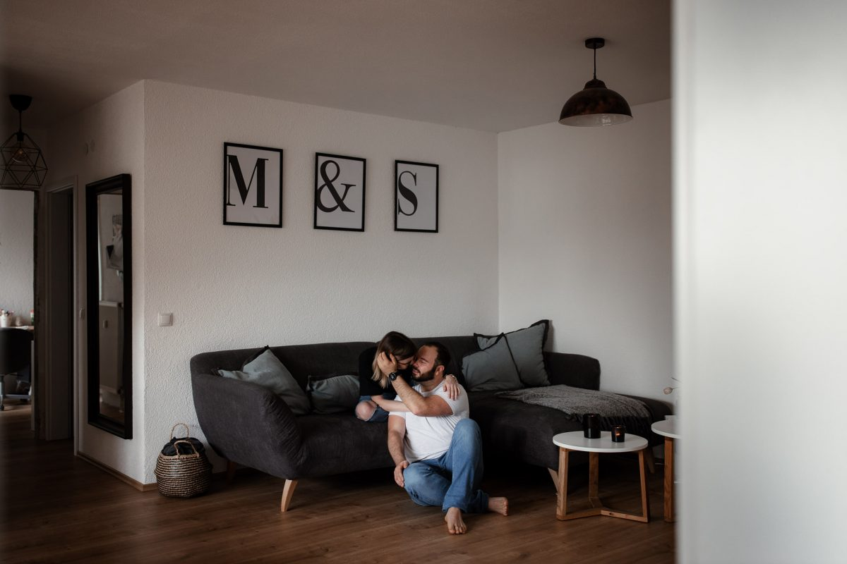 Paarfotos zu Hause - Homestory mit Sarah und Max in Worms 51