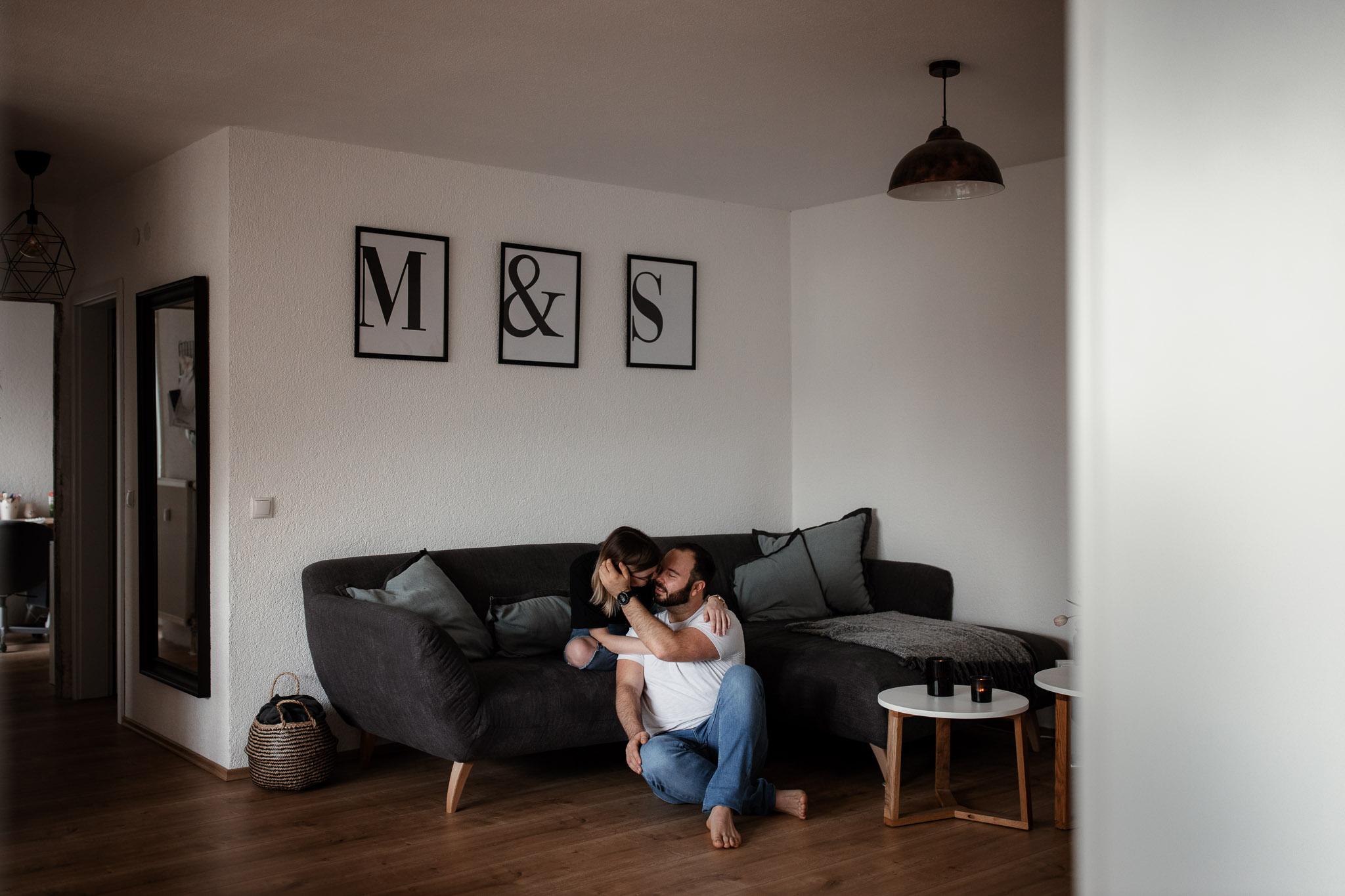 Paarfotos zu Hause - Homestory mit Sarah und Max in Worms 53