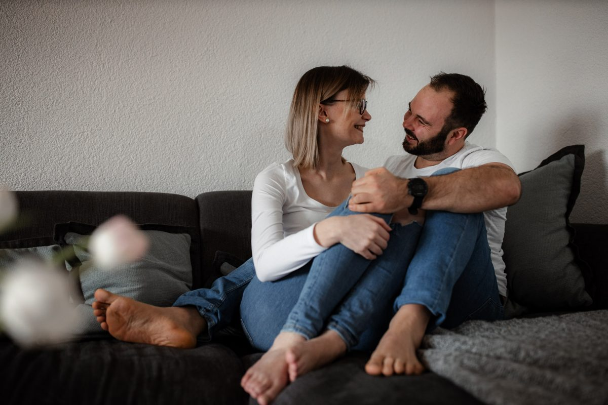 Paarfotos zu Hause - Homestory mit Sarah und Max in Worms 56