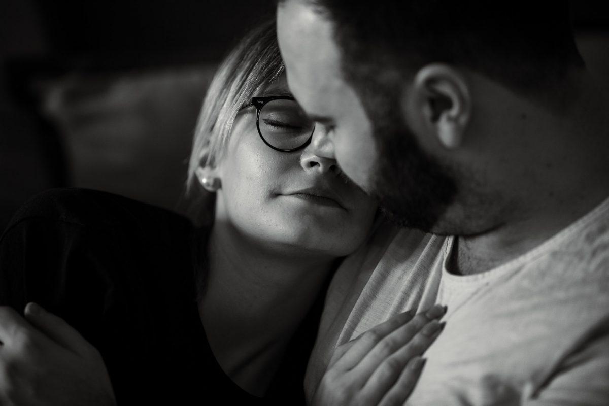 Paarfotos zu Hause - Homestory mit Sarah und Max in Worms 34