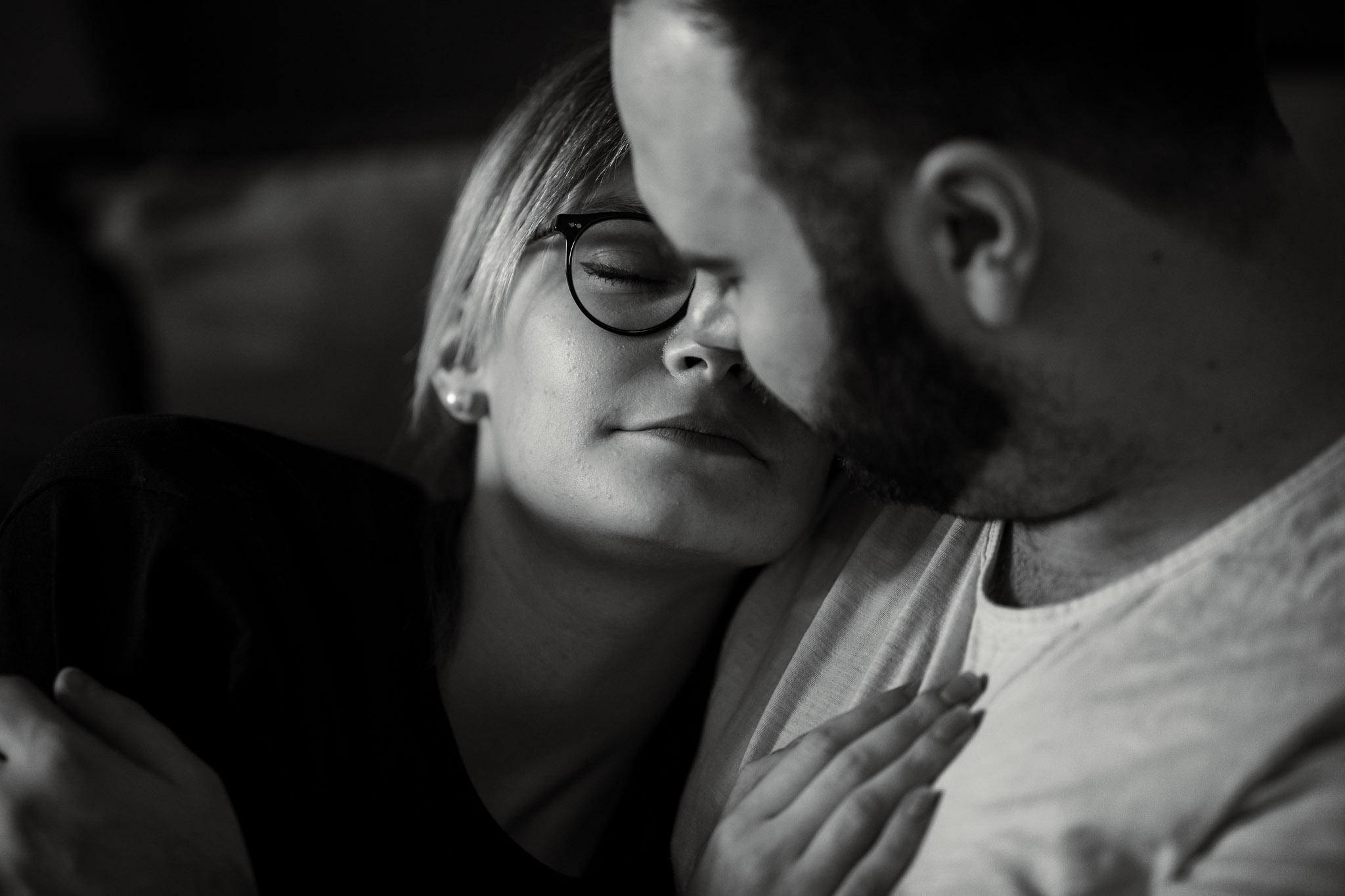 Paarfotos zu Hause - Homestory mit Sarah und Max in Worms 36