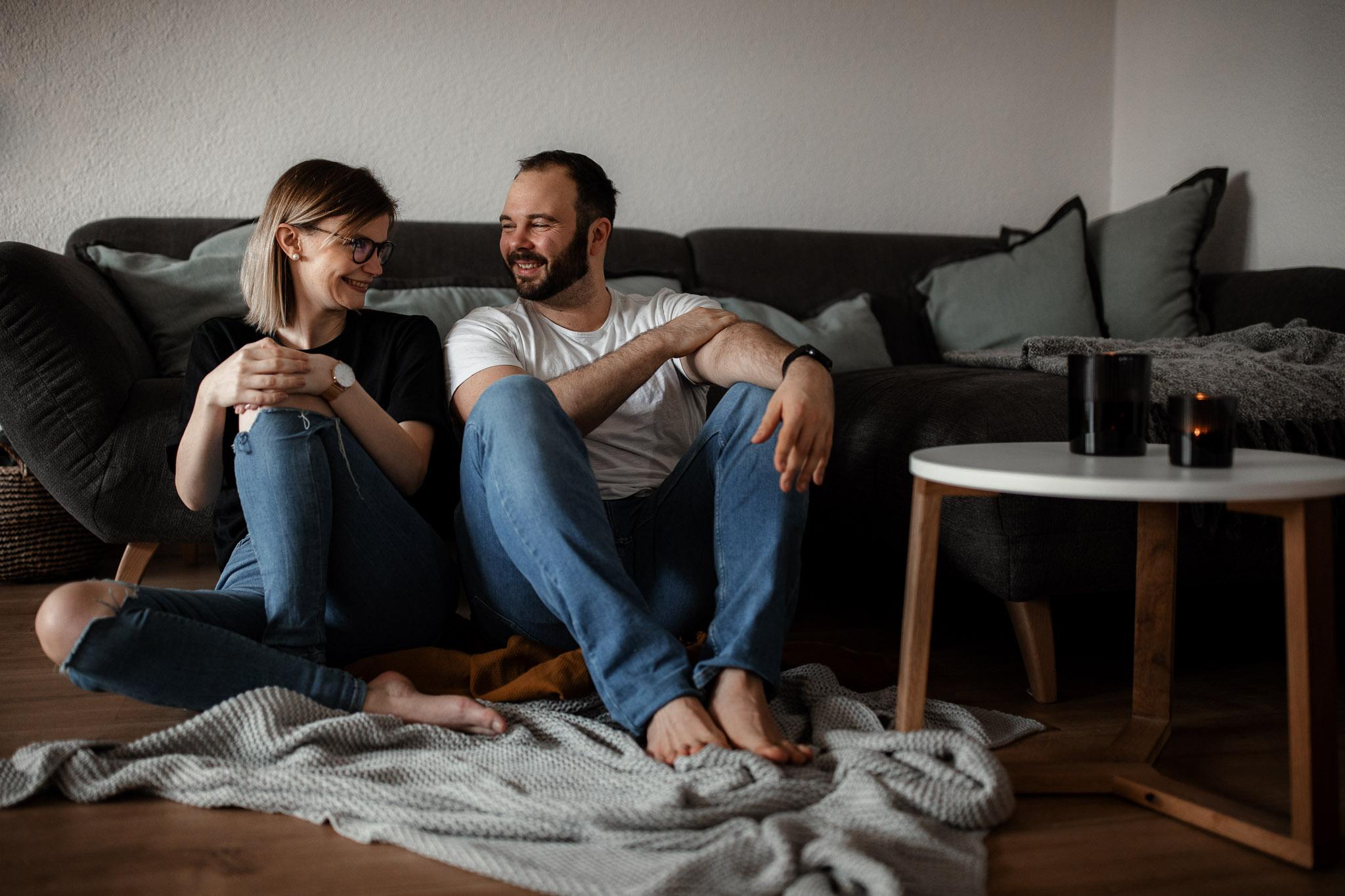 Paarfotos zu Hause - Homestory mit Sarah und Max in Worms 33
