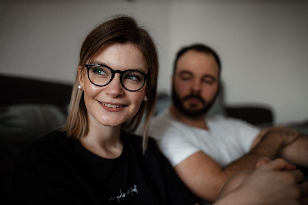 Paarfotos zu Hause - Homestory mit Sarah und Max in Worms 30