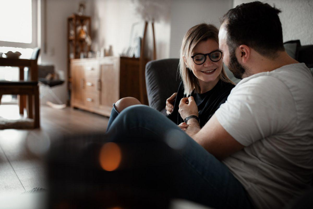 Paarfotos zu Hause - Homestory mit Sarah und Max in Worms 27