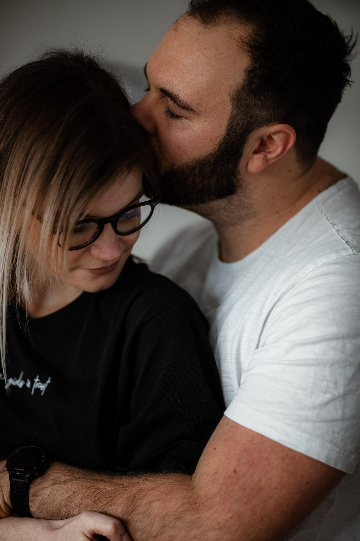 Paarfotos zu Hause - Homestory mit Sarah und Max in Worms 25