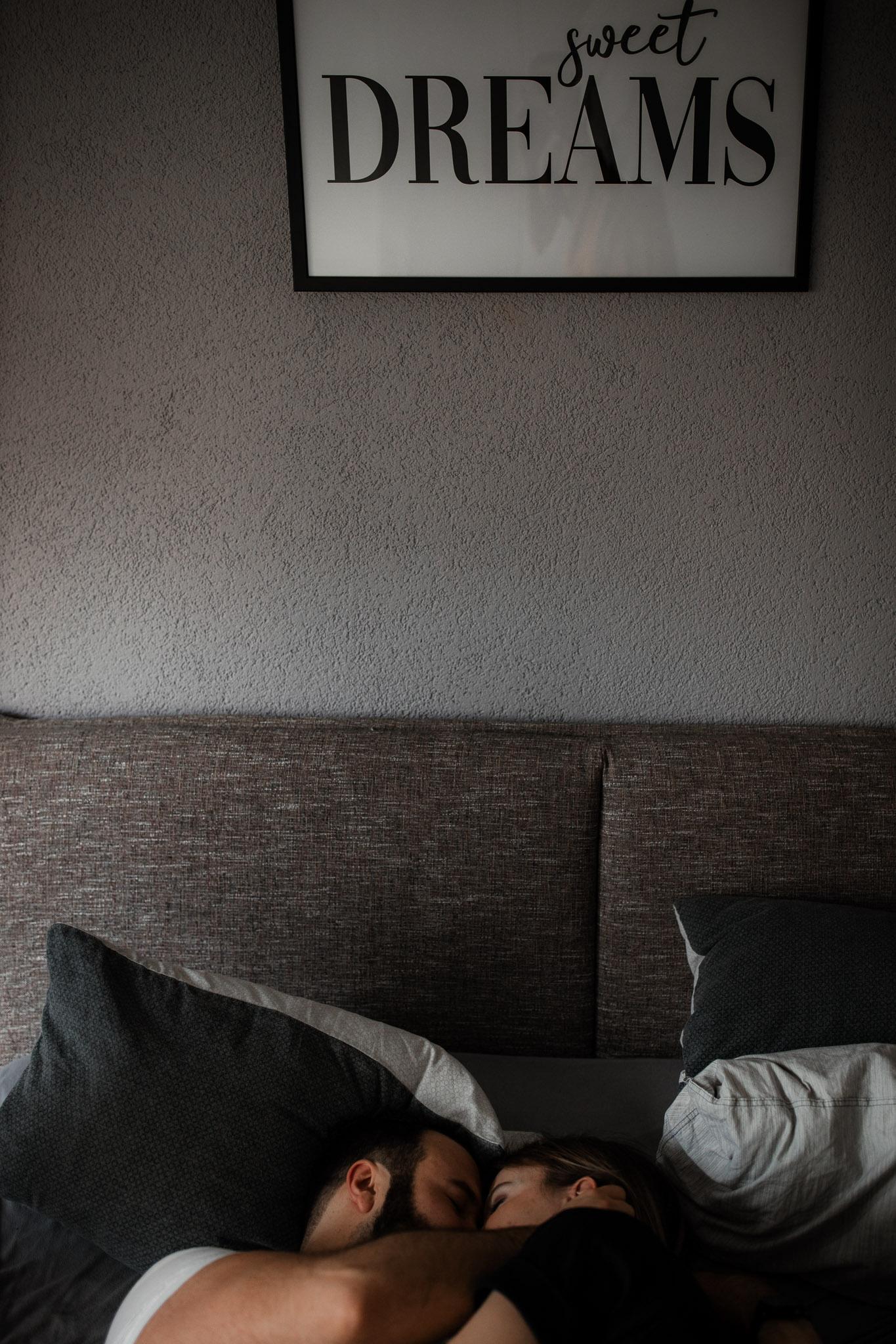 Paarfotos zu Hause - Homestory mit Sarah und Max in Worms 15