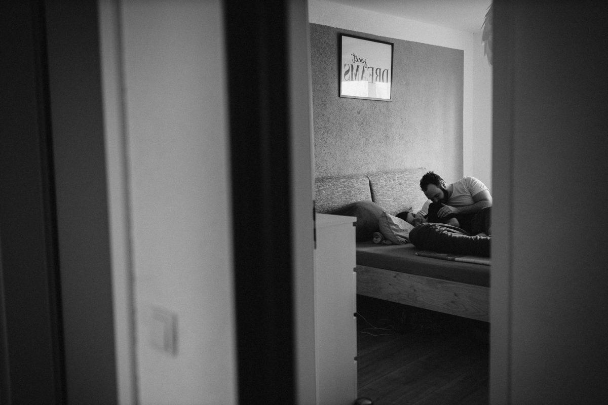 Paarfotos zu Hause - Homestory mit Sarah und Max in Worms 19