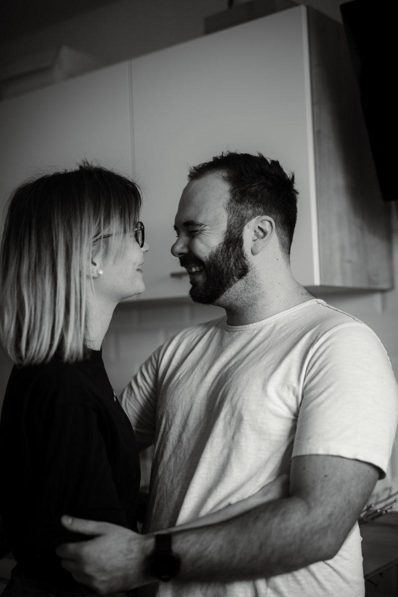Paarfotos zu Hause - Homestory mit Sarah und Max in Worms 7