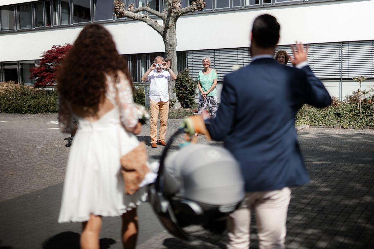 Standesamtliche Trauung von Christina und Fridolin in Kelkheim - Eine Corona Hochzeit 4