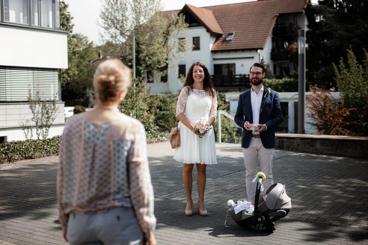 Standesamtliche Trauung von Christina und Fridolin in Kelkheim - Eine Corona Hochzeit 7