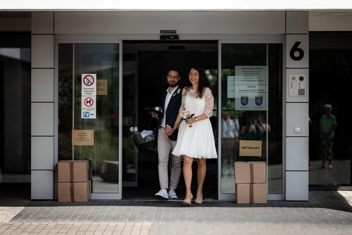 Standesamtliche Trauung von Christina und Fridolin in Kelkheim - Eine Corona Hochzeit 12
