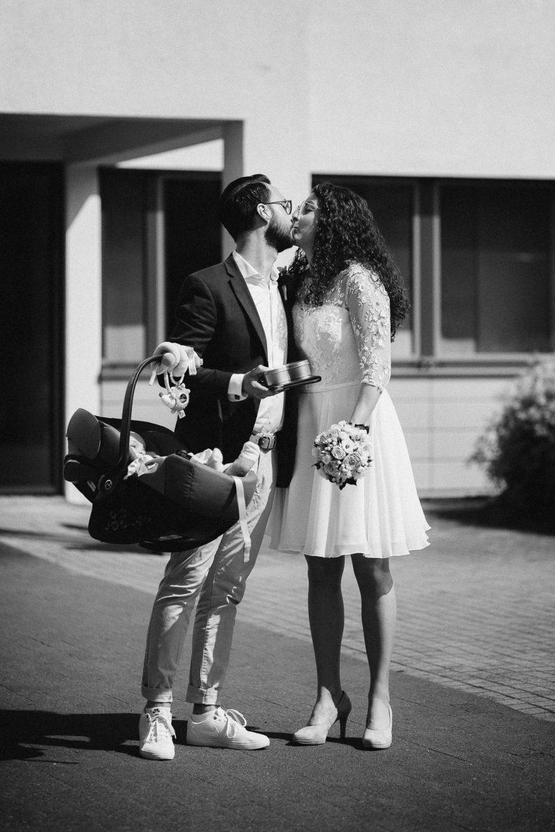 Standesamtliche Trauung von Christina und Fridolin in Kelkheim - Eine Corona Hochzeit 13