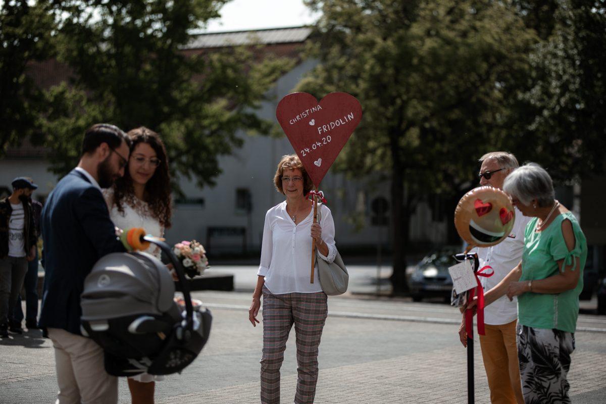 Standesamtliche Trauung von Christina und Fridolin in Kelkheim - Eine Corona Hochzeit 15