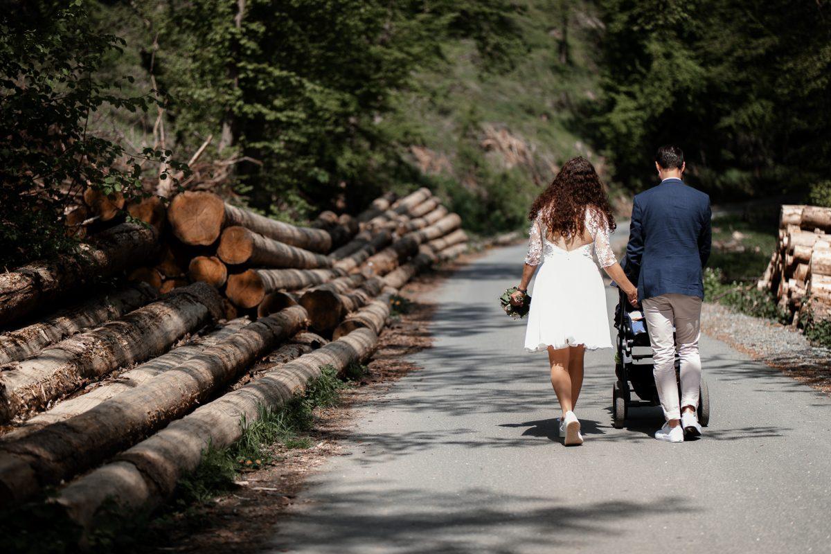 Standesamtliche Trauung von Christina und Fridolin in Kelkheim - Eine Corona Hochzeit 43
