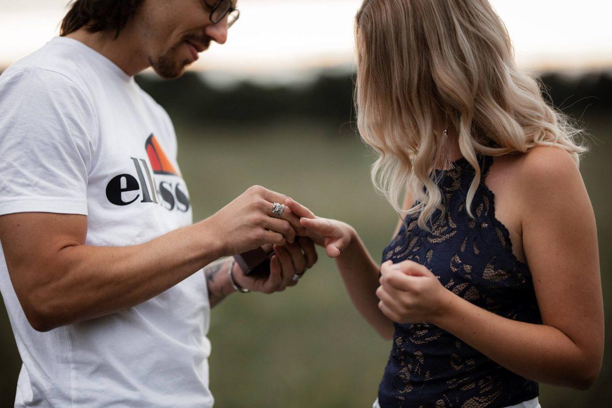 Paarfotos Mainzer Sand - Verlobungsshooting von Jenny und Patrice 22