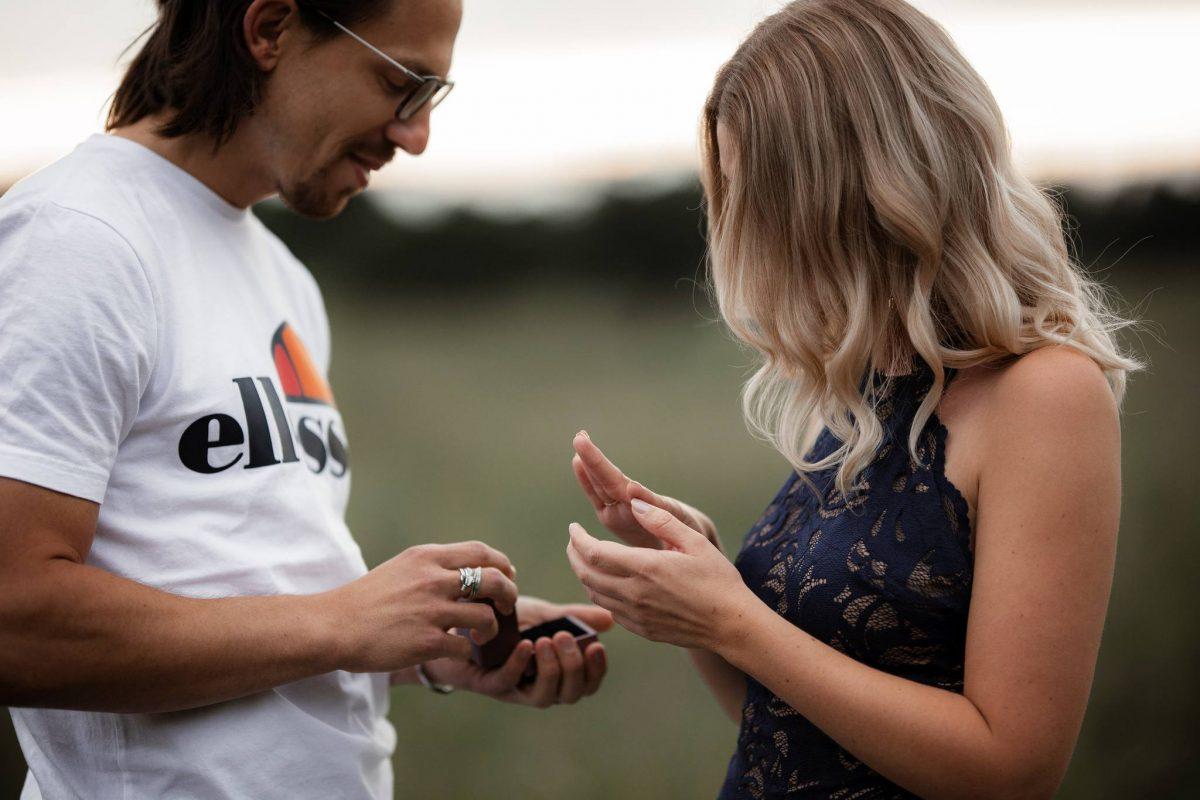 Paarfotos Mainzer Sand - Verlobungsshooting von Jenny und Patrice 24